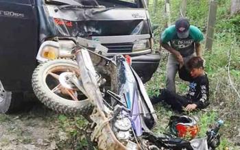 Kecelakaan lalu lintas di Jalan Perintis, Kelurahan Tewah, Kecamatan Tewah, Kabupaten Gunung Mas