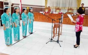 Pelantikan pengurus Kaukus Perempuan Parlemen Kabupaten Gunung Mas, Kamis (9/11/2017).