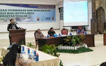 Sosialisasi pembinaan dan pengawasan dana desa bagi kepala desa se-Kalteng bertempat di Gedung Balai Antang Muara Teweh, Kamis (9/11/2017).