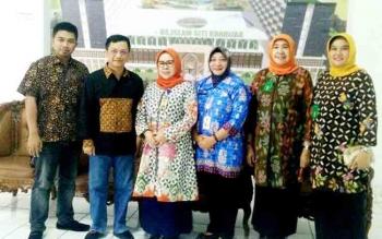 Ketua Komisi I DPRD Barito Utara Taufik Nugraha dan Mustafa Joyo Muhtar didampingi Direktur RSUD Muara Teweh, drg Dwi Agus Setijowati saat melakukan kunjungan kerja di RS Islam Siti Khadijah Palembang