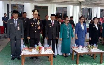 Upacara peringatan Hari Pahlawan di halaman kantor Bupati Gunung Mas, Jumat (10/11/2017).