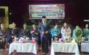 Saat Bupati Kapuas Ir Ben Brahim S Bahat memberikan sambutan dalam acara anjasana dalam rangka hari pahlawan ke-72 tahun 2017 kabupaten kapuas yang digelar di gedung Gandang Garantung, Jumat (10/11/2017).