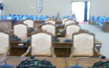 Suasana ruang rapat paripurna yang sepi melompong pukul 10.20 WIB.