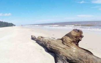 Kondisi Pantai Satiruk yang indah dan belum diketahui banyak wisatawan.