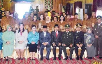 Bupati Kapuas Ben Brahim S Bahat foto bersama seusai peringatan Hari Pahlawan, Jumat (10/11/2017).