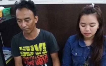 Tersangka Frengky Ardi dan Siti Ravika saat dibekuk petugas Lapas Klas IIB Pangkalan Bun dan Satres Narkoba Polres Kobar, Jumat (10/11/2017).