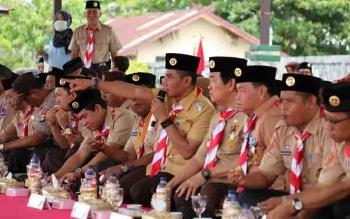 Bupati Kotim Supian Hadi beserta wakil, Taufiq Mukri, dan plt Sekda, Halikinnor dalam pembukaan Kemah Besar Pramuka di Ujung Pandara.