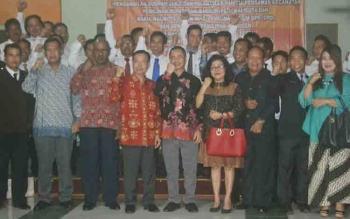 Bupati Katingan, Sakariyas bersama unsur FKPD dan anggota Banwaslu Kalteng, anggota Panwaslu Katingan dan 39 anggota Panwascam foto bersama, Sabtu (11/11/2017) malam