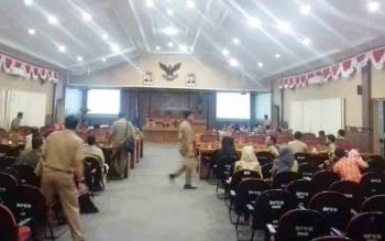 Sejumlah pejabat saat menghadiri pembahasan di DPRD Kotim, Senin (13/11/2017)