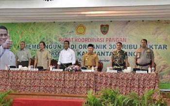 Mentan Andi Amran Sulaiman saat mengikuti kegiatan di Aula Jayang Tingang, komplek kantor Gubernur Kalteng di Kota Palangka Raya, Senin (13/11/2017).