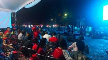 Nobar laga Kalteng Putra vs Persis Solo digelar di Bundaran Besar, Kota Palangka Raya, Senin (13/11/2017) malam.