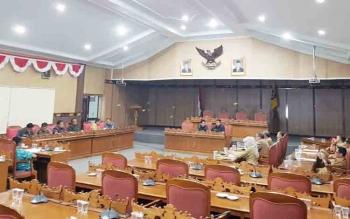 Anggota Banmus DPRD Kotim menggelar rapat, Selasa (14/11/2017)