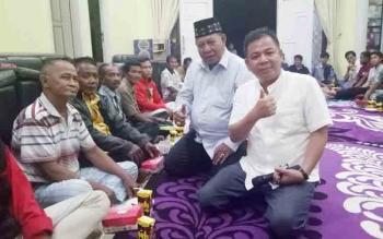 HM Syairi dan Edi Hadrianto menghadiri undangan masyarakat Dusun Terantang, Desa Natai Sedawak