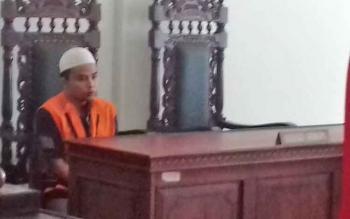 Sulaiman alias Nan terdakwa sabu saat jalani sidang.