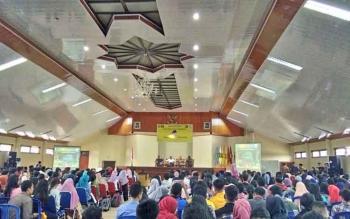 Menteri Pertanian Andi Amran Sulaiman didampingi Gubernur Kalteng Sugianto Sabran saat memberikan kuliah umum di Universitas Palangka Raya, Selasa (14/11/2017).