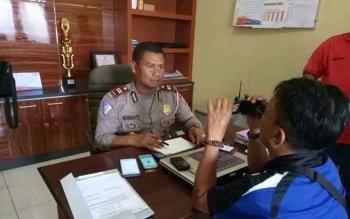 Kasat Lantas Polres Gunung Mas Iptu Hermanto saat memberikan keterangan kepada wartawan, Selasa (14/11/2017).
