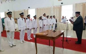 Bupati Sukamara, Ahkad Dirman melantik 11 kades terpilih, Rabu (15/11/2017)
