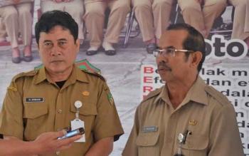 Kepala Dinas Pendidikan Barito Utara Masdulhaq didampingi Kepala Bidang Pendidikan Dasar Ardian.