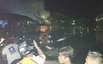 Kebakaran di Jalan Kalimantan, Palangka Raya mendadak gempar, Rabu (15/11/2017) sekitar pukul 22.15 WIB.