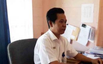 Ukerius Hindu di Ruang Kerjanya Saat di Konfirmasi kamis (16/11/17)