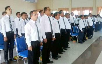 Sebanyak 65 anggota PPK di Katingan bersiap untuk diambil sumpah janjinya oleh Ketua KPU Sapta Tjita di Gedung Selawah Kasongan, Kamis (16/11/2017).