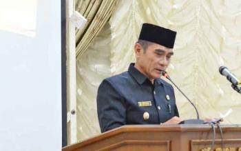Wakil Bupati Barito Utara Ompie Herby saat menyampaikan nota keuangan RAPBD 2018 pada Rapat Paripurna, Kamis (16/11/2017).