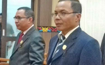 Anggota DPRD Kotim, Sarjono (kanan)