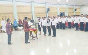 Pelantikan anggota PPK dan PPS di GPU Damang Batu, Kabupaten Gunung Mas, Kamis (16/11/2017) malam