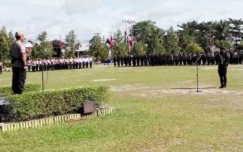 Wakapolda Kalteng Kombes Dedi Prasetyo memimpin upacara penutupan dan pembukaan pelatihan peningkatan kemampuan anggota Polri, dalam rangka penanganan konflik sosial dan pengamanan Pilkada serentak 2018, Jumat (17/11/2017)