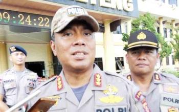 Wakapolda Kalteng Kombes Dedi Prasetyo didampingi Kabid Humas AKBP Pambudi Rahayu memberikan keterangan kepada wartawan, Jumat (17/11/2017)