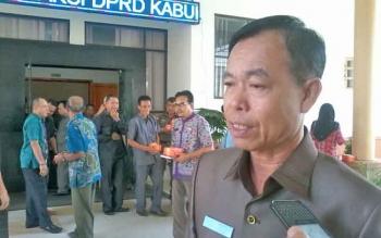 Bupati Katingan Sakariyas saat memberikan keterangan, Jumat (17/11/2017).