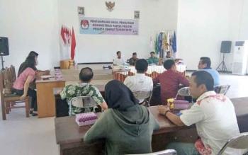 Suasana penyampaian hasil penelitian administrasi terhadap salinan bukti keanggotaan Partai politik (Parpol) oleh KPU Lamandau, Jumat (17/11/201)
