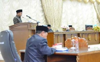 juru bicara fraksi GKKB, Mustafa Joyo Muchtar saat menyampaikan pemandangan umum fraksi terhadap raperda APBD tahun anggaran 2018.