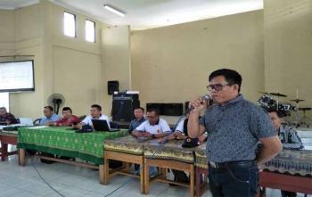 Kasi Penkum Kejati Kalteng Rustianto memberikan penjelasan kepada guru terkait larangan Pungli, Sabtu (18/11/2017)