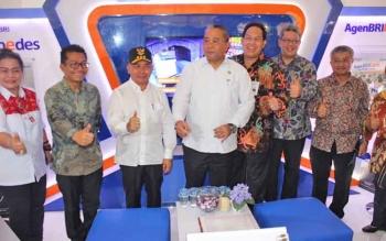 Gubernur Kalteng Sugianto Sabran bersama Menteri Desa PDTT dan beberapa dirjen dan direktur di Kemndes serta Deputi Kemenko PMK mengunjungi stand pameran kedaulatan pangan