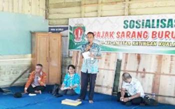 Pihak BPKAD saat sosialisasi pajak sarang burung walet di Kelurahan Pagatan Hilir Kecamatan Katingan Kuala