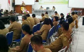 Pembukaan Rapat Koordinasi dan Evaluasi Penguatan Satker Program Pembangunan dan Pemberdayaan Masyarakat Desa di aula kantor BP3D Kabupaten Gunung Mas, Senin (20/11/2017).