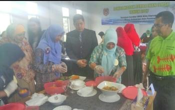 Lomba masak berbahan dasar ikan yang digelar Dinas Perikanan Kabupaten Kobar dalam rangka Hari Ikan Nasional, Selasa (21/11/2017).