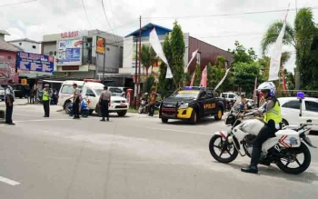 Sejumlah aparat kepolisian saat mengamankan kegiatan Menteri PPPA Yohana Susana Yembise di Gedung Serbaguna Sampit, Selasa (21/11/2017).