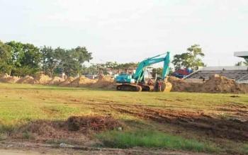 Lapangan sepak bola atau Stadion Swakarya yang kini daam tahap perbaikan menuju standar internasional