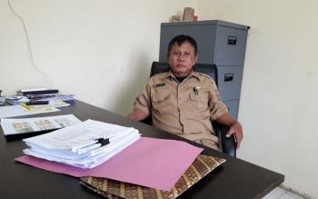 Kepala KPHP Unit ll Mura Budi Santosa Saat di Temui di Ruang Kerjanya , Rabu (22/11/17)