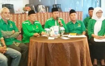 Wakil Sekjen DPP PPP Sudarto saat menjelaskan proses penunjukan Bambang Suryadi sebagai Ketua DPW PPP Kalteng menggantikan Asrani, Rabu (22/11/2017).
