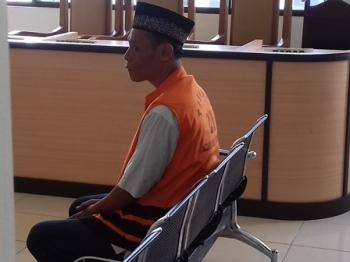 Gusti Noor Khalis terdakwa kasus zenith saat menjalani sidang di Pengadilan Negeri Sampit, Kamis (2/11/2017).