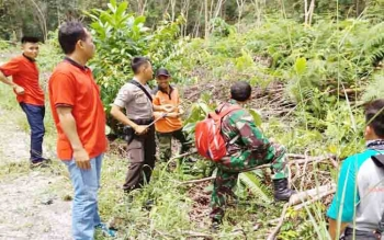 Anggota Polres Barito Utara saat patroli sekaligus memberikan imbauan kepada warga untuk tidak membakar hutan dan lahan
