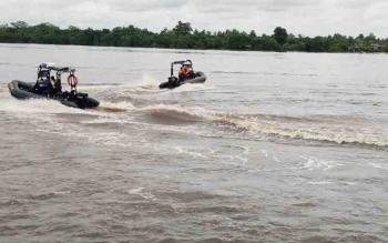 Dua RIB milik Ditpolair Polda Kalteng saat latihan di Sungai Mentaya, RIB salah satu kapal yang digunakan untuk mengamankan pelaksanaan Simah Laut.