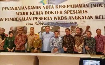 Wakil Bupati Lamandau berfoto bersama seusai melaksanakan penandatanganan nota kesepahaman bersama tentang WKDS dengan Kementerian, bertempat di Hotel Redtop, Jakarta, Kamis (23/11/2017)