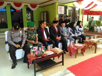 Bupati Pulang Pisau Edy Pratowo bersama sejumlah pejabat saat menghadiri peringatan Hari Guru Nasional, Sabtu (25/11/2017).