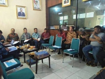 Rapat Konsolidasi Pembangunan BTS dan Jaringan Internet Desa di kantor Diskominfosandi Kabupaten Barito Utara, Sabtu (25/11/2017).
