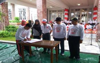 Penandatanganan MoU di Hari Anak Nasional di Istana Isen Mulang, Minggu (26/11/2017)