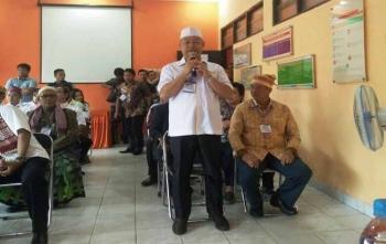 Rusliansyah saat menyampaikan maksud kedatangannya ke KPU Kota Palangka Raya untuk menyerahkan dokumen dukungan, Sabtu (25/11/2017)
